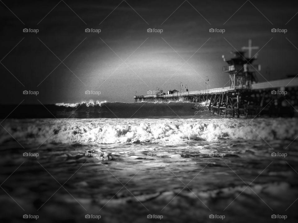 Snngy seas and Pier Black & White