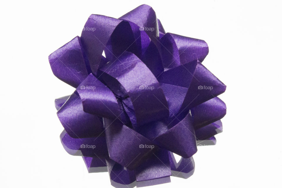 Purple gift bow decoration reflections - side view
