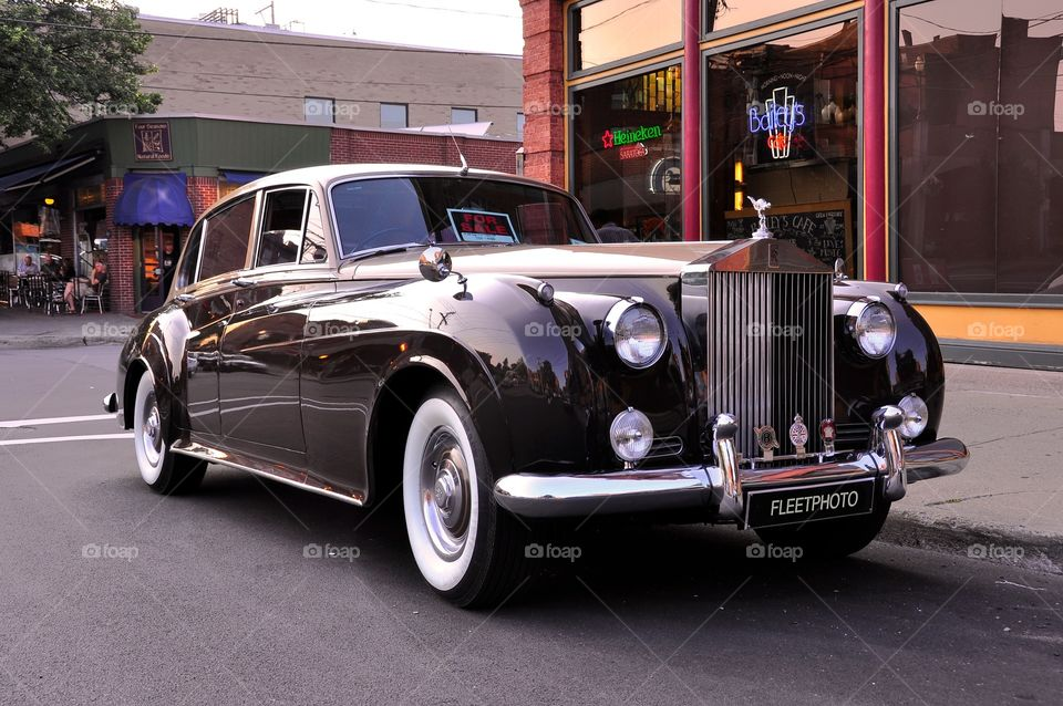 1959 Rolls Royce Classic Car. Collector car classic, 59' Rolls Royce in two tone Brown and champagne. This vintage automobile is in showroom condition