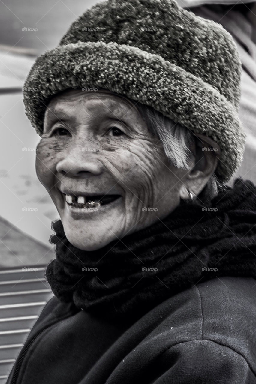 girl woman smile blackandwhite by laconic