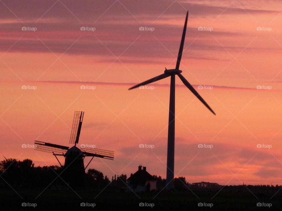 alte und neue Windmühle old and new windmill