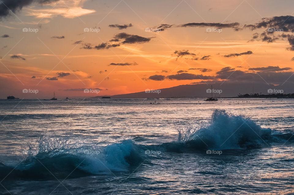 Evening sun and sea in Waikiki