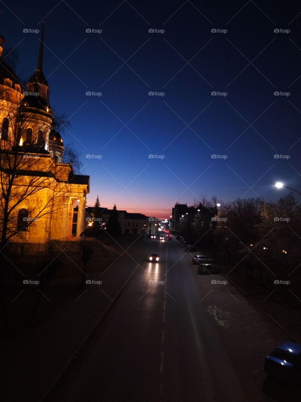 улица.город.церковь.вечер.закат.