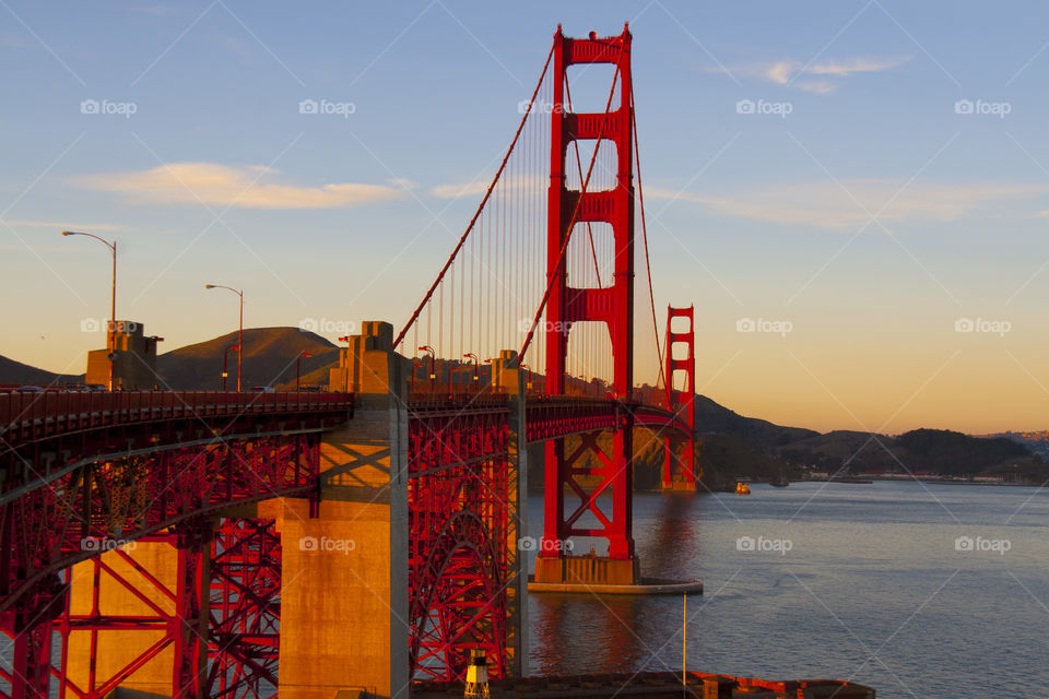 SUNSET VIEW OF THE GOLDEN GATE BRIDGE SAN FRANCISCO CALIFORNIA USA