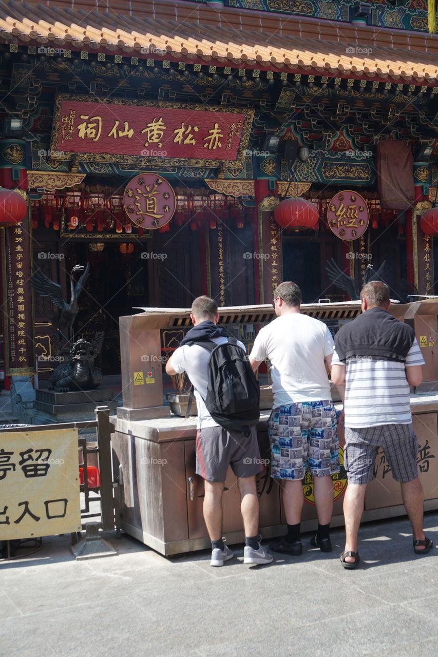Same sky, same region. #你拜我又拜 #黃大仙廟 #hk #wongtaisintemple #wongtaisin #chinese #religion #temple #chinesetemple #道教 #faith #believe #上香 #參拜 #黃大仙 #2018