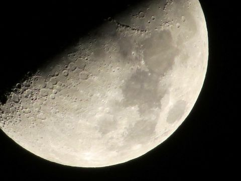 Moon photographed with camera Canon SX50 200x zoom on Sky Brazil 😊  valdemira24
