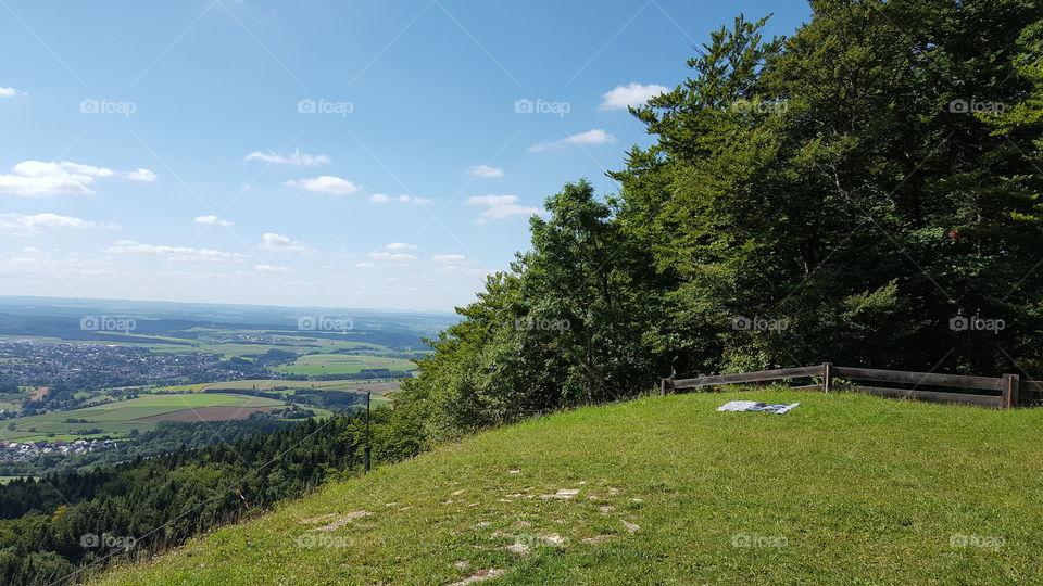 schöne Ansicht vom Hügel