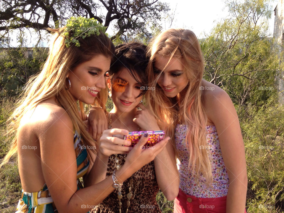 girls iphone sms texting by malanis