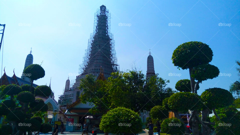 Even under construction, Wat Arun still looks stunning.