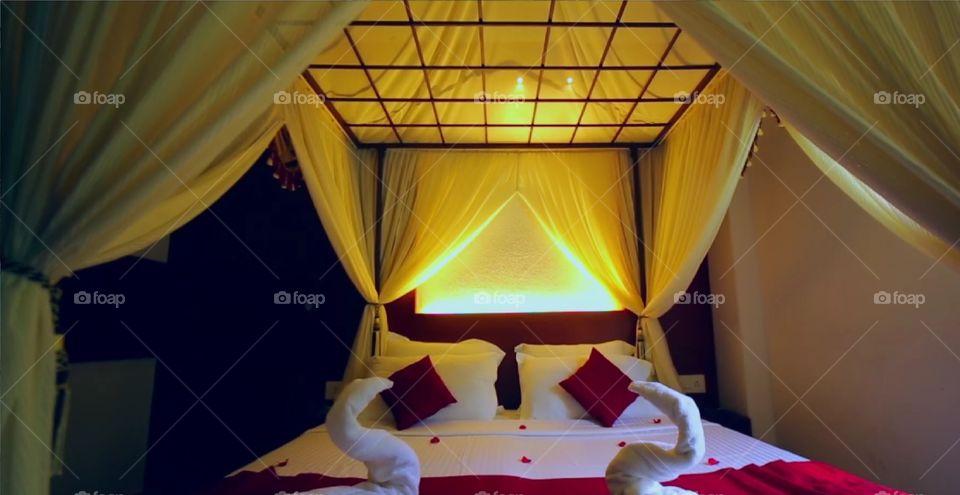 Suit Rooms Bed Design