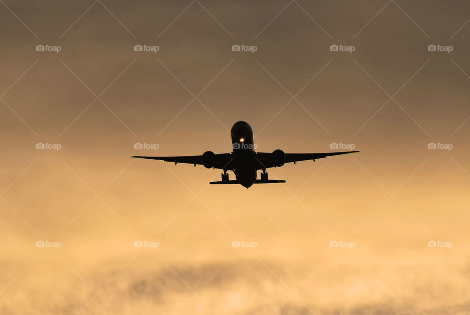 Boeing 777 on final approach