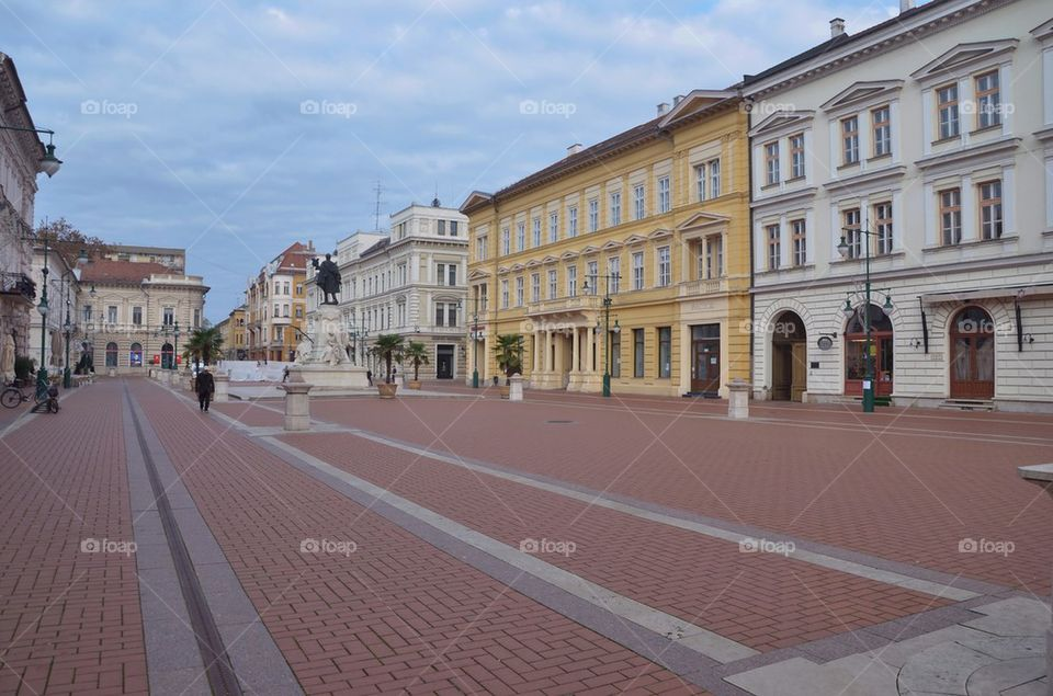 Szeged, Klauzál Square early in the morning