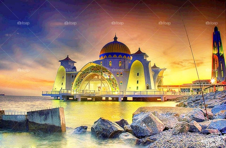 Mosque only in malaka turn to yellow