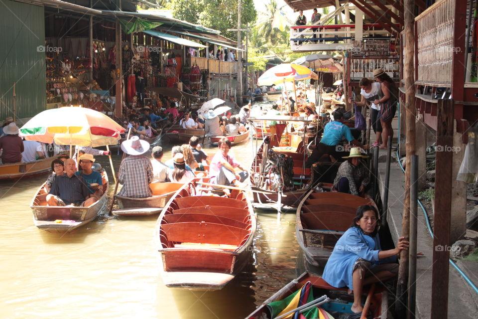 Floating Market 🍇 . A floating Market near the Mekhong River in Bangkok Thailand.